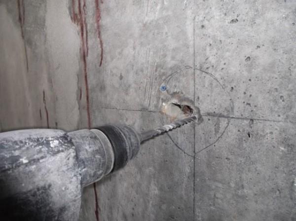 Как просверлить в бетоне отверстие под розетку: проверенные способы и советы